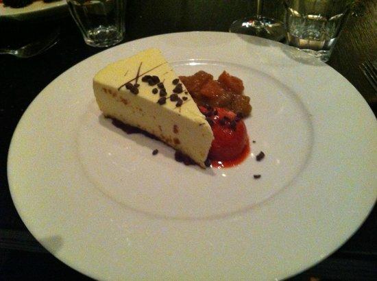 Cafe-Restaurant Rodin : Torta Cioccolato bianco , sorbetto di fragole e composta di pesche