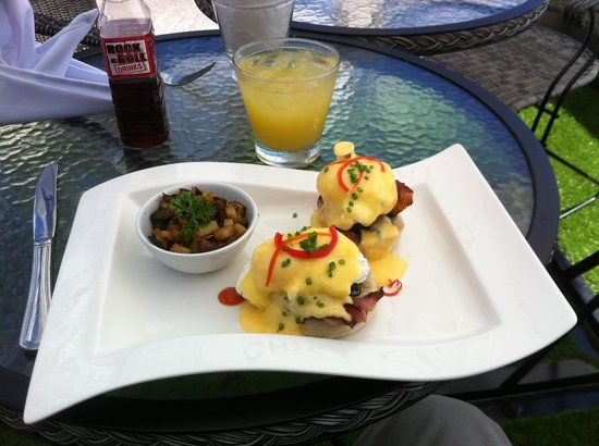 Chef Daniel's Gastro Bar Phuket: Eggs Benedict  on Sunday brunch