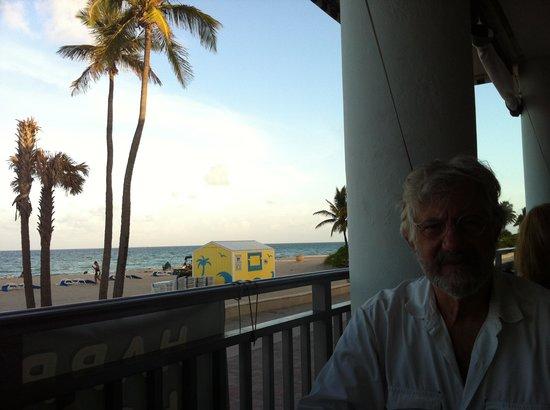 Marine Villas: Looking north from very good Thai restaurant