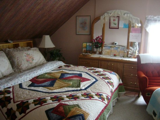 Mom's Bed & Breakfast : Eagles Nest Suite