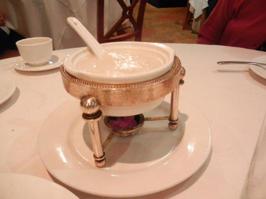 Kirin Seafood Restaurant: つばめの巣のスープ