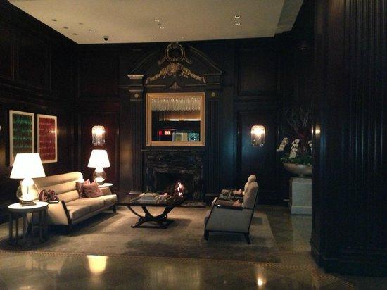 Rosewood Hotel Georgia: Hotel Lobby Sitting Area