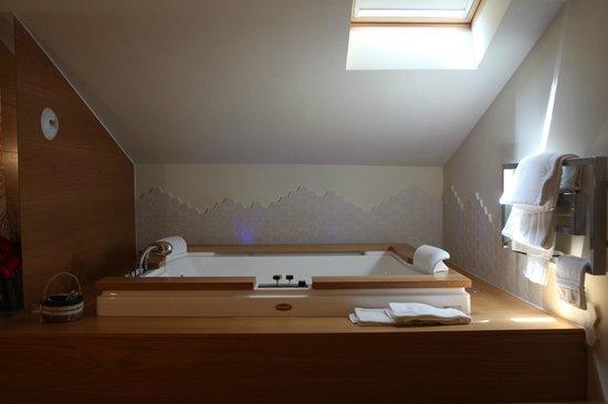 Mario's Garni: vasca idromassaggio suite