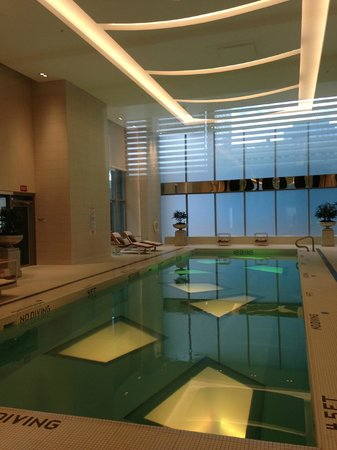 Rosewood Hotel Georgia: Indoor Pool