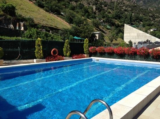 Hotel Pyrenees: Piscina