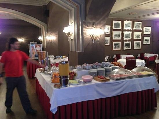 Hotel Pyrenees: Desayuno