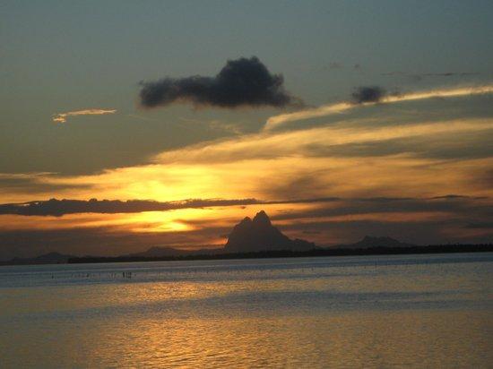 Vahine Island Resort & Spa: Vue sur Bora Bora