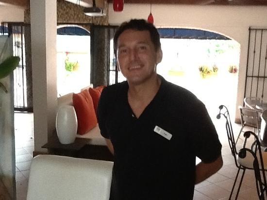 Flamingo Hotel: Ivan the barman