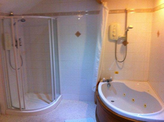 Leapark Hotel: Our lovely bathroom