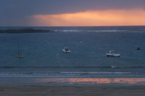 The Strand Bistro: Losing the light on Kilkee bay