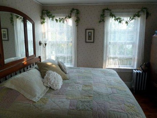 Nichols Guest House Bed and Breakfast: Eleanor Bedroom