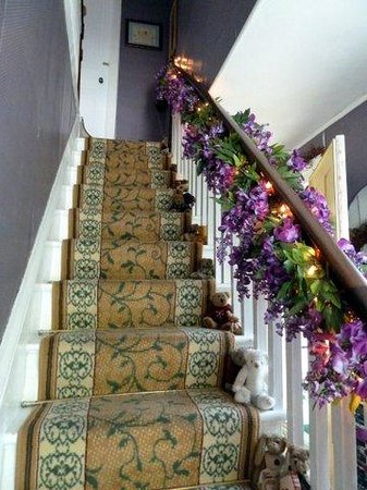 Nichols Guest House Bed and Breakfast: Stairway to the bedrooms