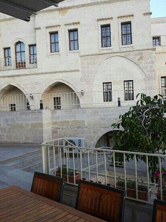 Goreme Kaya Hotel: terastan odalara bakış