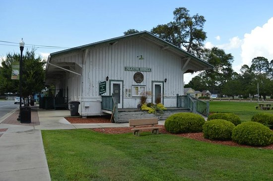 Folkston Funnel Train Viewing Platform: The old depot