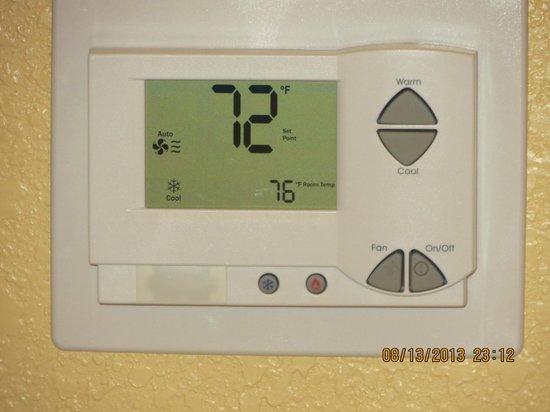 Pier House 60 Marina Hotel: Electronic temp control
