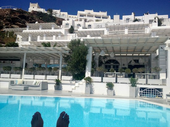 Ios Palace Hotel: Pool area and hotel in background