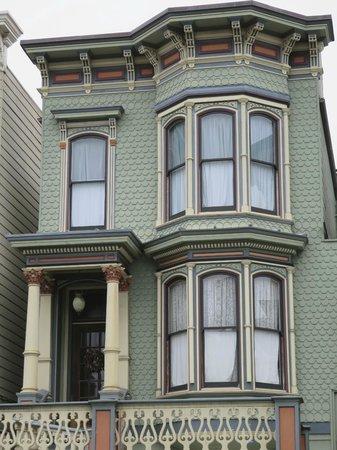 Victorian Home Walk: architecture