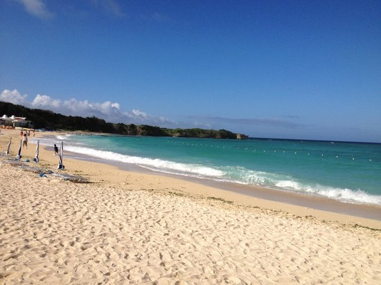Nirai Beach : 綺麗なビーチ