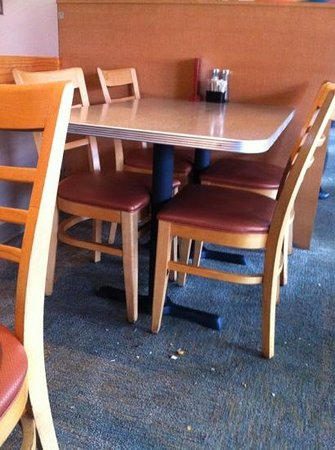 The Chocolate Avenue Grill: crumbs on the floor