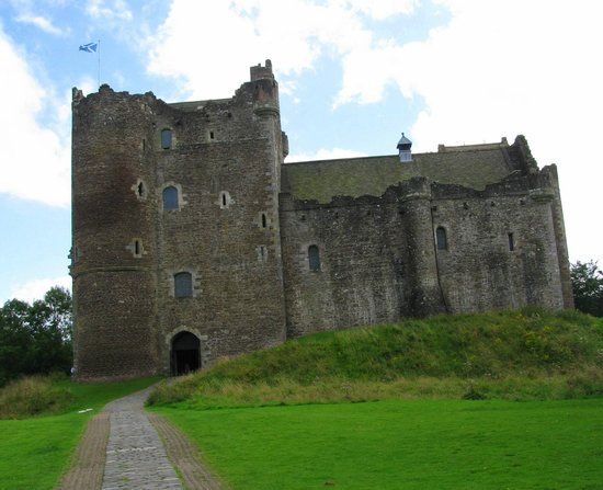The Hairy Coo - Free Scottish Highlands Tour: Doune's castle