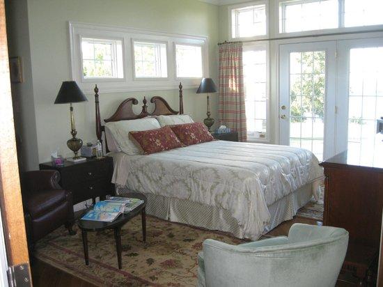 Ard Macha Bed and Breakfast: Main floor suite
