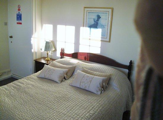 Honeysuckle Cottage Bed & Breakfast: Beautiful Bedroom