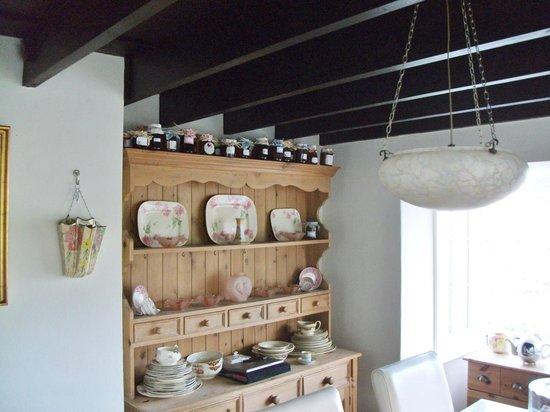 Honeysuckle Cottage Bed & Breakfast: Breakfast Room