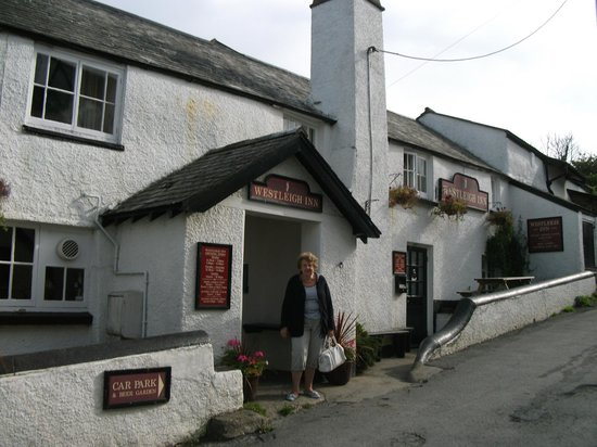 Honeysuckle Cottage Bed & Breakfast: Pub nextdoor