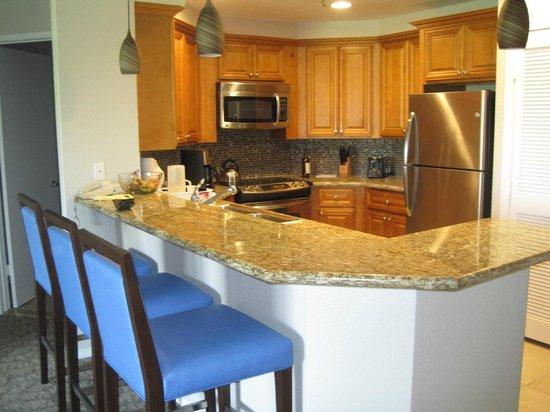 Marriott's Desert Springs Villas I: Kitchen area