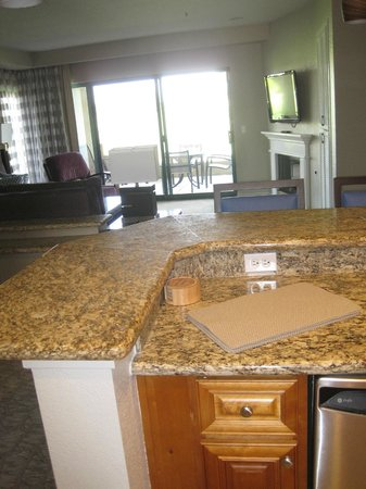 Marriott's Desert Springs Villas I: View from kitchen across living room to patio