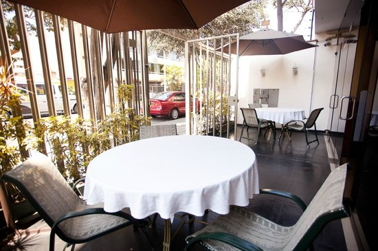 Hotel El Farolito: Outside Patio