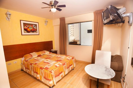 Hotel El Farolito: Room