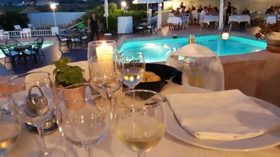 Hotel Stefania Boutique Hotel by the Beach : Dinner at Nino restaurant