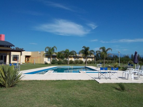 Howard Johnson Inn Rosario de la Frontera: Piscina, Solarium, Vestuarios y Minipiscina