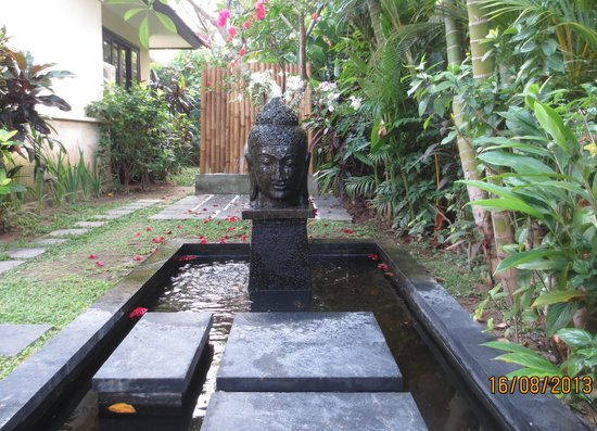 The Zen Villas: steps upon entering