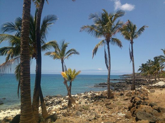 Lapakahi State Historical Park: View of Maui from the beach and trail