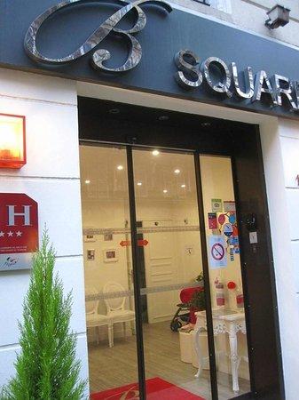 Hotel B Square: Hotel entrance