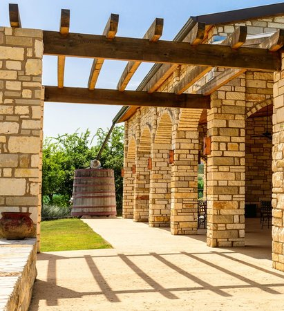 Flat Creek Estate Winery: Exterior of outdoor Pavilion