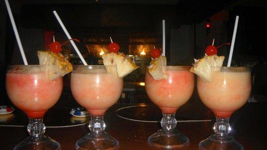 Nash's Sports Bar: MANGO COLADAS 70 PESOS