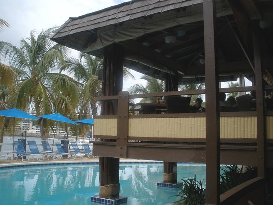 Bolongo Bay Beach Resort: Poolside