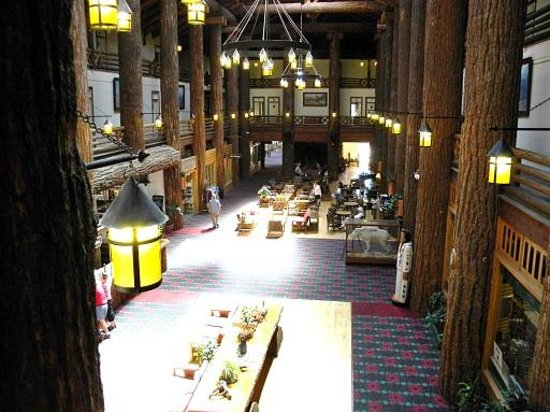 Glacier Park Lodge: the main hall from upper floor