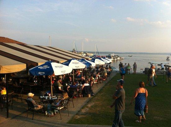 The Inn on the Lake : The Sand Bar dock-side pub