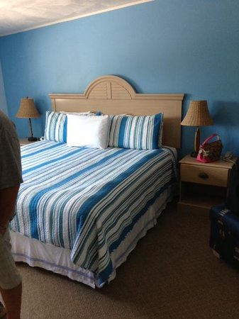 Breezeway Resort: king bed