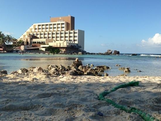 Hotel Villa Kiin: Vista su eco mostro