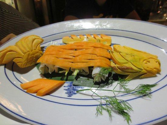 """Mandarine Restaurant Saigon: Presentacio de """"pez"""""""