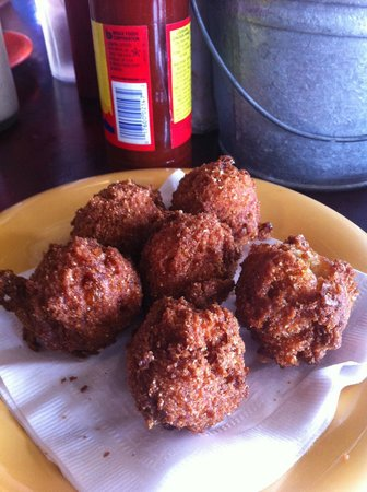 Bubba's Shrimp Palace: Hushpuppies for an appetizer
