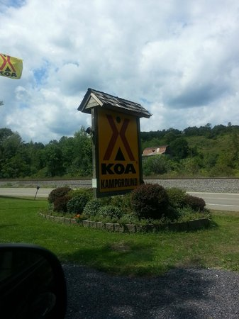 Watkins Glen-Corning KOA Camping Resort: The entrance of KOA