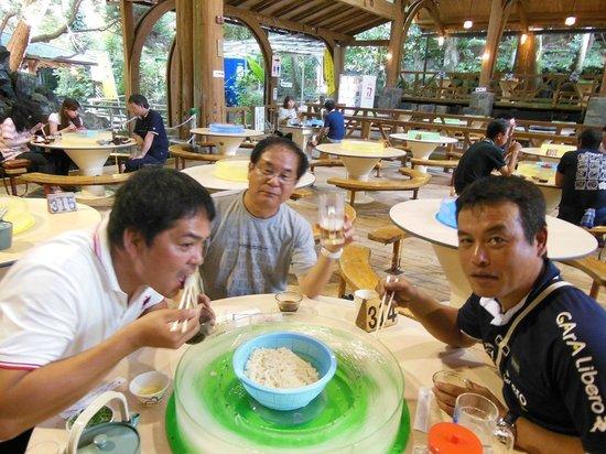 Chojuan : 気の合うゴルフ仲間4人でワイワイ楽しくいただきました。