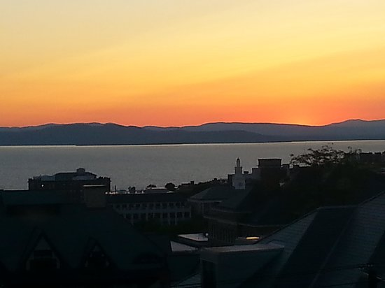 Made INN Vermont, an Urban-Chic Bed and Breakfast: Sunset view from B&B over Lake Champlain