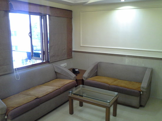 Hotel Prime : lobby seating area